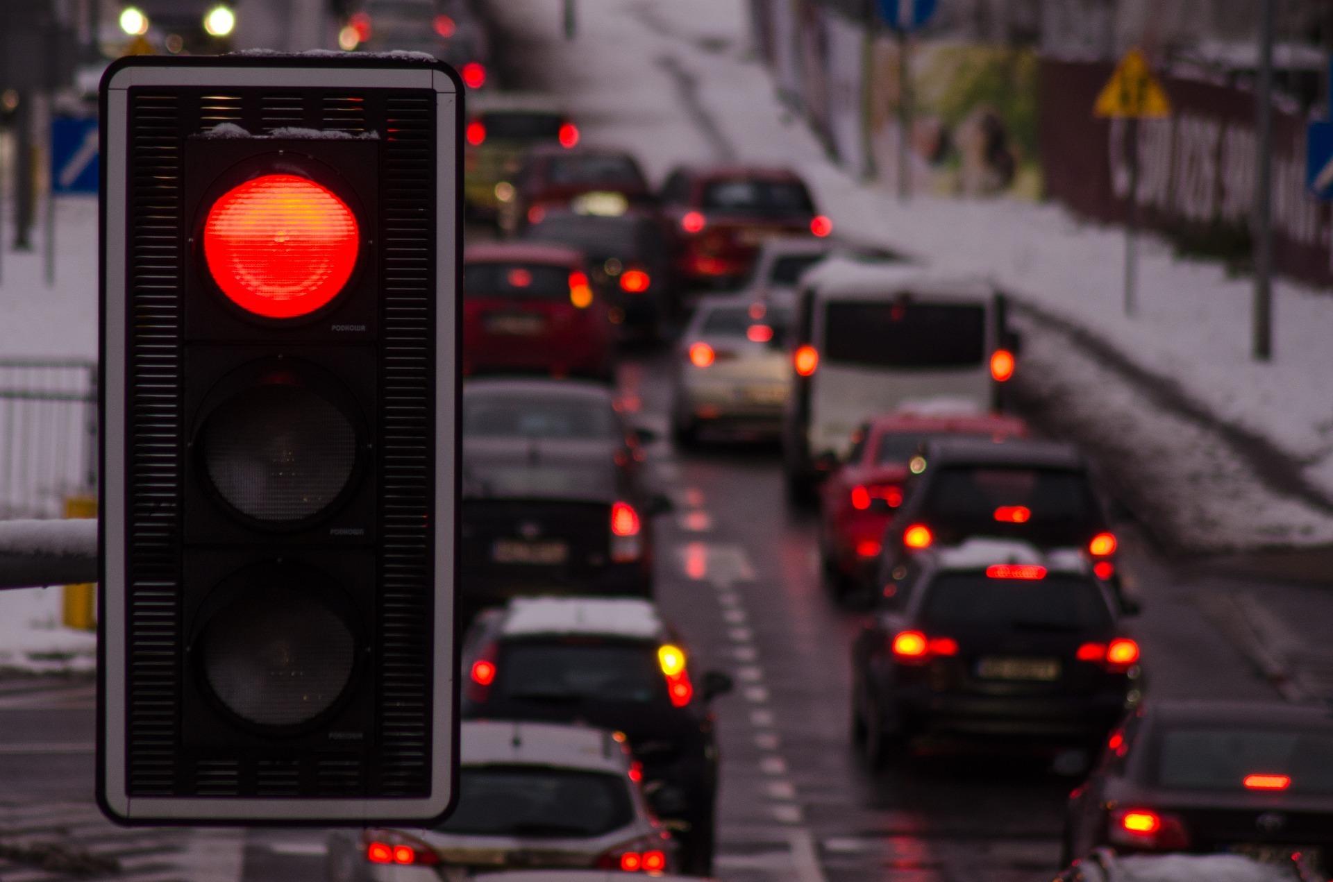 Oświetlenie drogowe na drodze