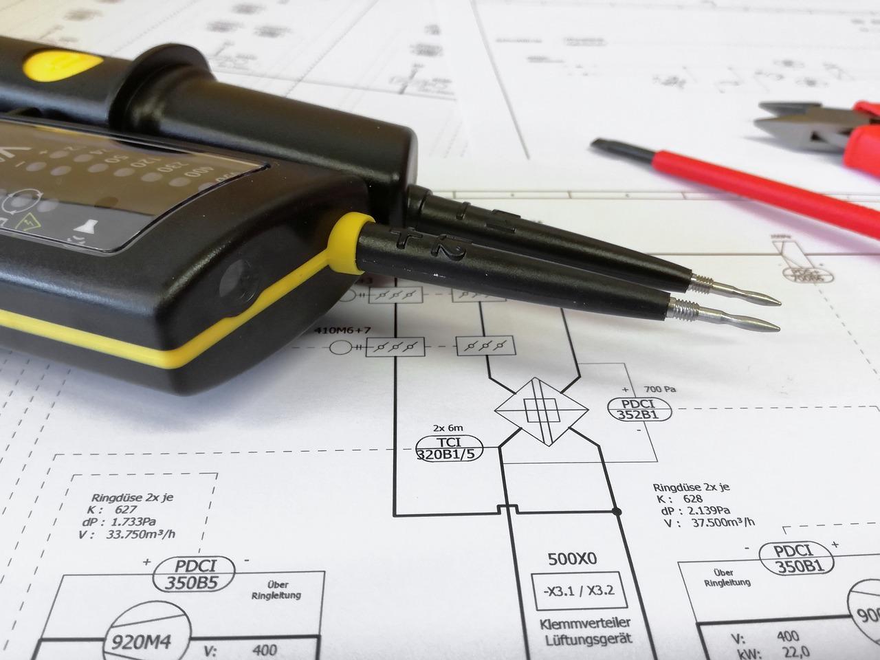 Kurs na pomiary elektryczne – prosta droga do atrakcyjnego i dobrze płatnego zawodu
